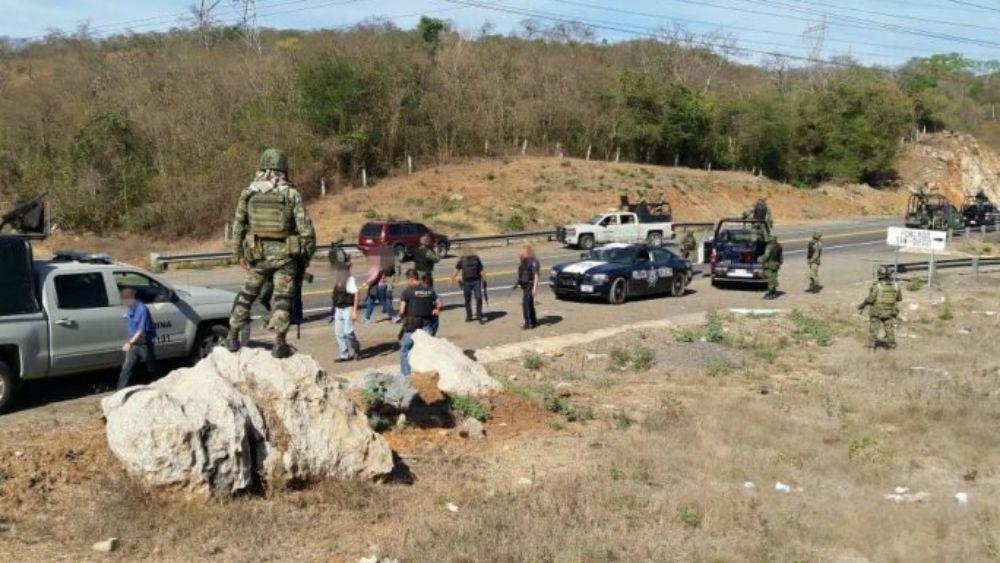 Robo a turistas desata balacera en la Autopista Siglo 21 - Foto: Quadratín.