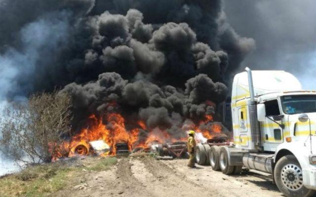 Incendio en la carretera Chamapa-Lechería - Foto: @MrElDiablo8.