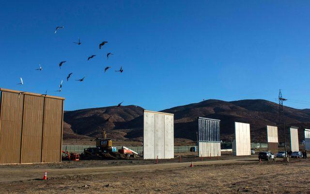 Prototipos del muro generan turismo en EE.UU. - Foto de WSJ