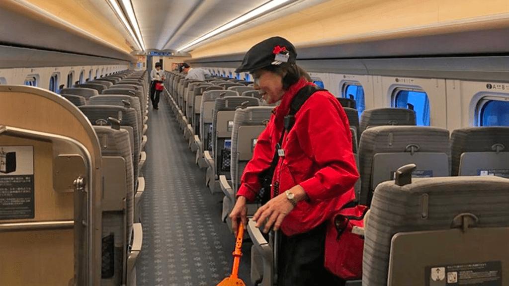 El milagro de los siete minutos en la limpieza del tren bala de Japón - Foto de La Nación