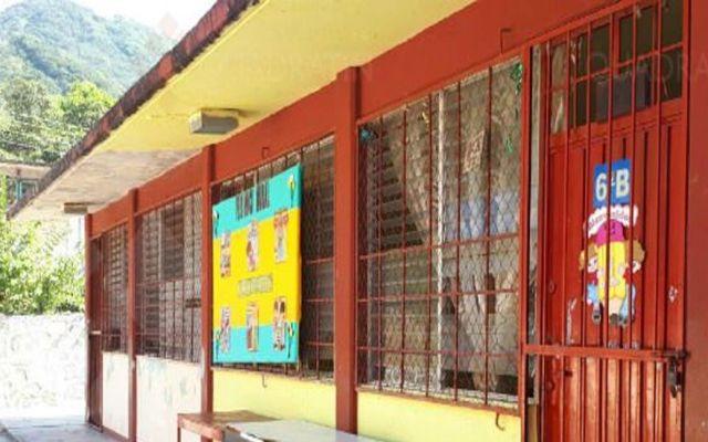 Sujetos armados asaltan escuelas en Acalpulco y tusan a alumnas - Foto de Quadratín