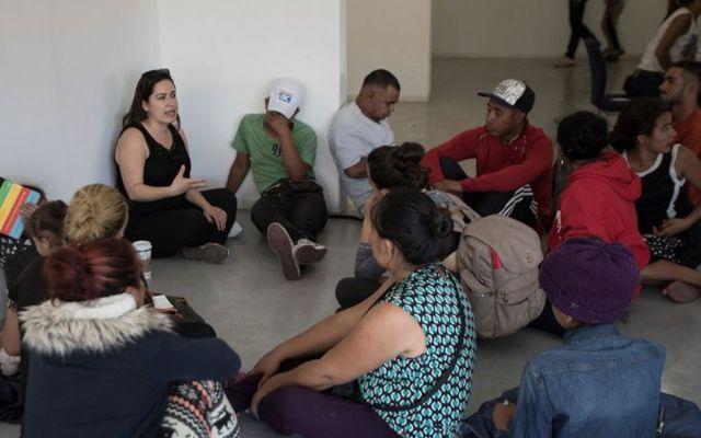 Abogados advierten a caravana migrante de medidas en su contra - Foto de AP