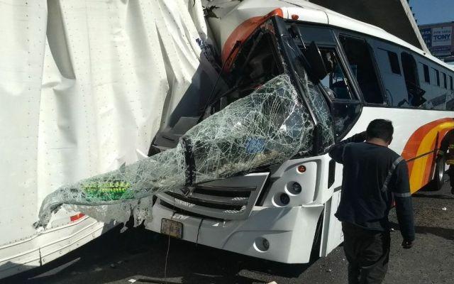 Accidente en la México-Querétaro deja 23 lesionados - Foto de @OpEsMx