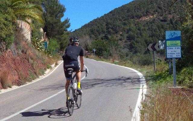 Multan a ciclista por rebasar límite de velocidad