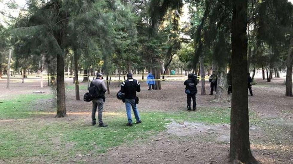 Encuentran a hombre colgado en parque de Miguel Hidalgo - Foto de Excélsior