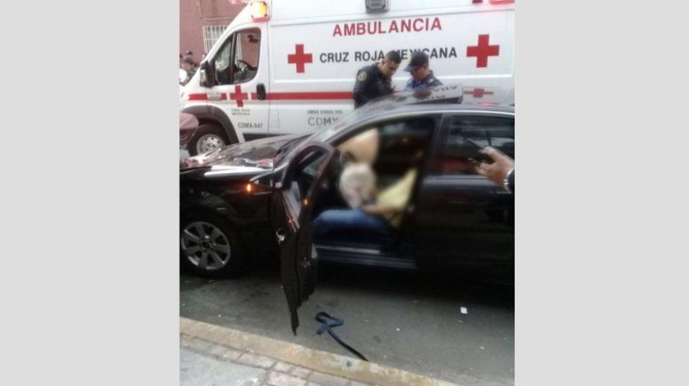 Matan a conductor de un Mercedes en la colonia Guerrero - Foto: @ciemergencias.