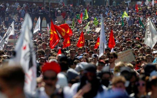 Miles protestan en Francia contra reformas de Macron