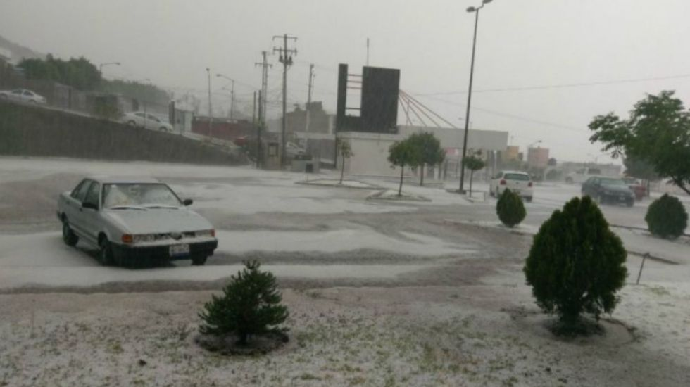 #Video Cae fuerte granizada en Querétaro - Foto: @CodigoQro.