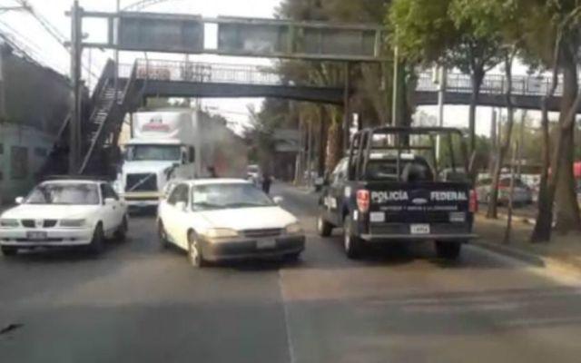 Muere hombre en pleno Anillo Periférico de la CDMX - Foto: @MrElDiablo8.