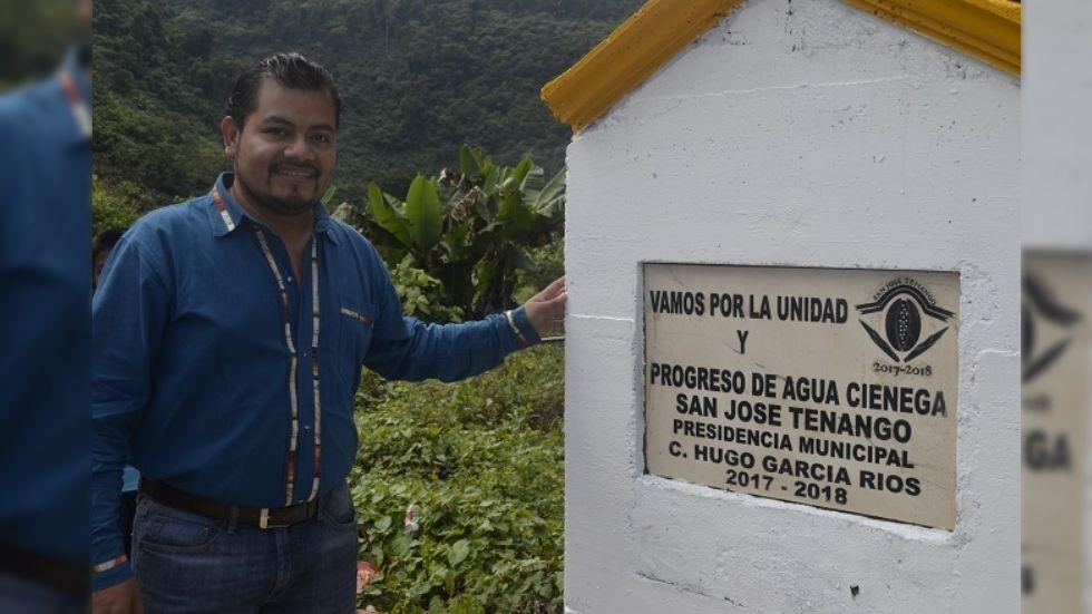 Balean camioneta de edil de San José Tenango; hay dos muertos
