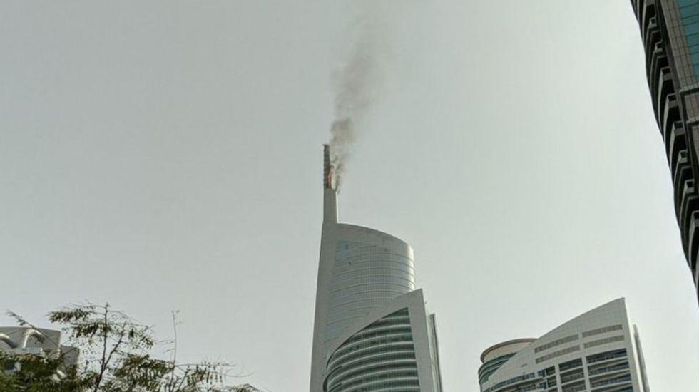 #Video Se incendia rascacielos en Dubai - Foto de @khaleejtimes