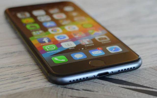 Apple reembolsará más de mil pesos a usuarios que remplazaron batería del iPhone - Foto de The Guardian
