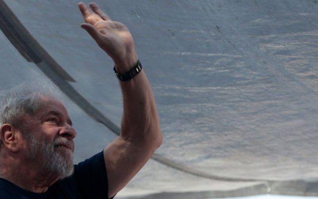 Lula da Silva asiste a misa en honor a la muerte de su esposa - Foto de Reuters