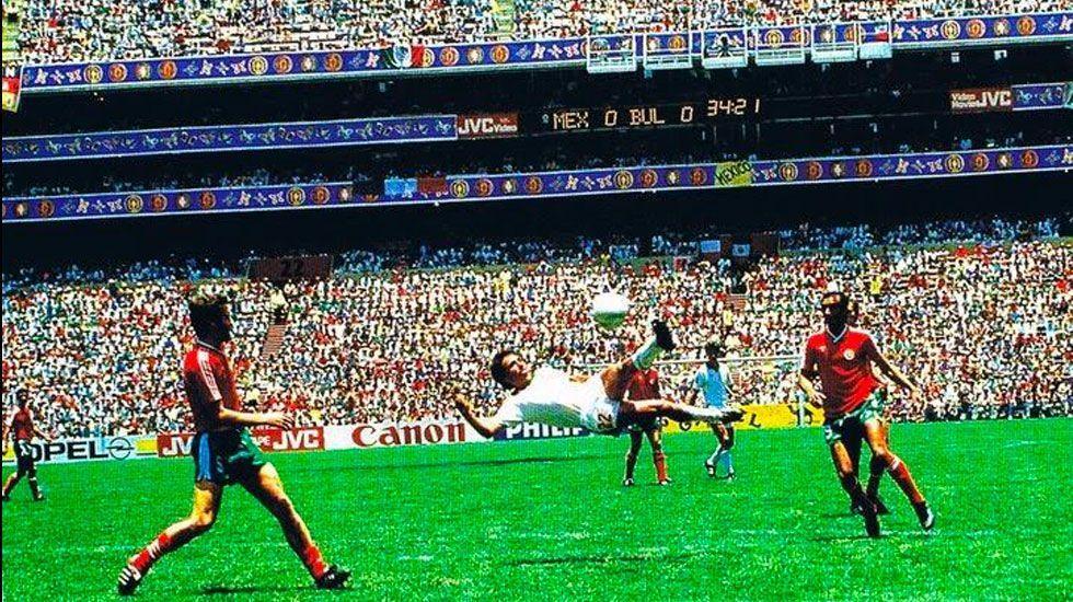 Gol de Manuel Negrete elegido el mejor en la historia de los Mundiales - Foto de Televisa Deportes