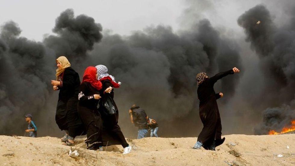 Mujeres participando en un viernes de protestas y enfrentamientos entre israelíes y palestinos. Foto de Getty