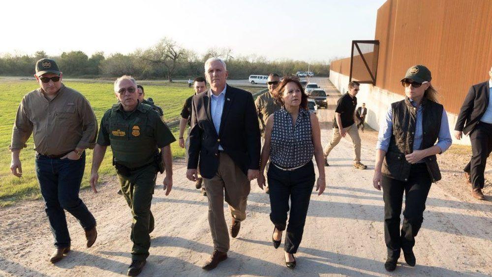 Vicepresidente Pence visitará el lunes valla en frontera con México