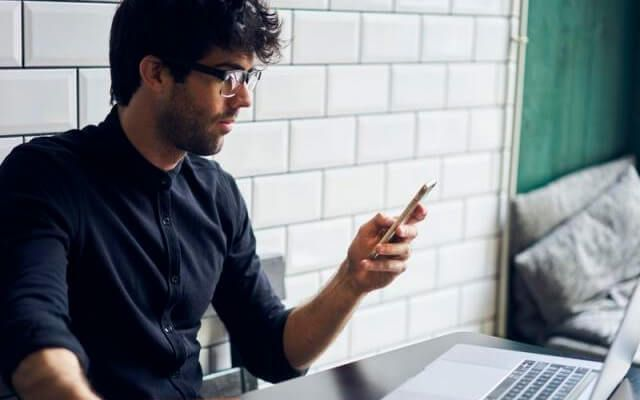 Usuarios de redes sociales dejan de tener vida social - Foto de internet