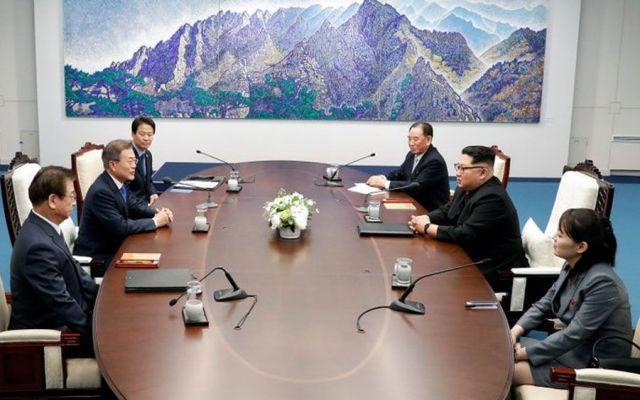 Coreas acuerdan desnuclearización y paz permanente - Foto de AP