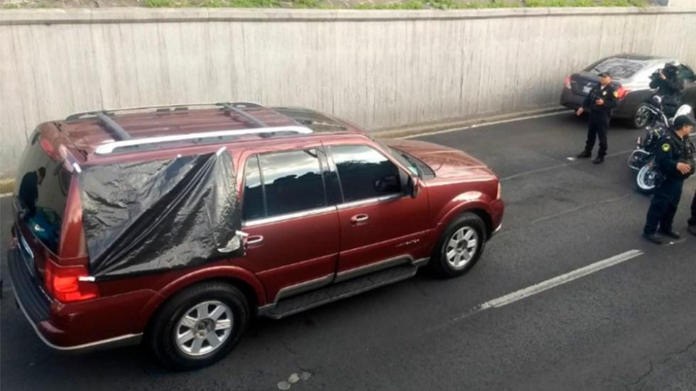 Abandonan cadáver dentro de camioneta en carriles centrales de Viaducto - Foto de Quadratín