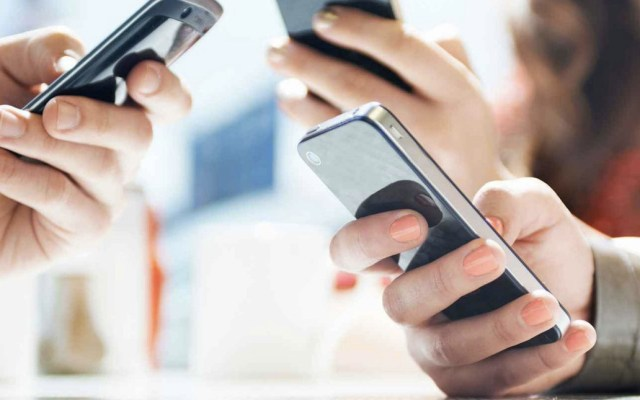Alertan a ciudadanos por robos de celulares en Chicago - Foto de Archivo