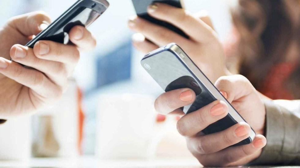 Más del 60 por ciento de mexicanos depende de su smartphone: estudio - Foto de Archivo