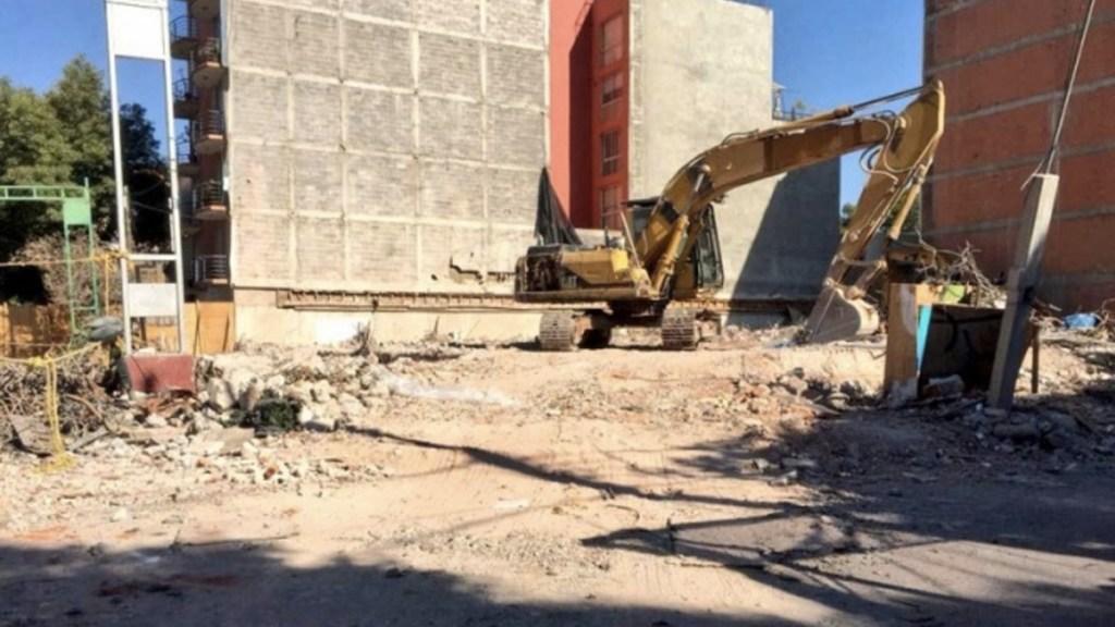 Demolición edificio número 50 tras sismo del 19 de septiembre - Foto de Internet