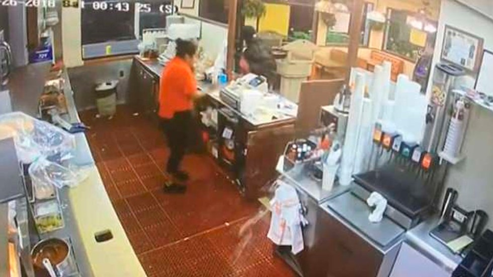 #Video Cliente dispara a presunto asaltante