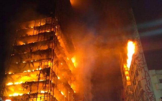 Incendio y derrumbe de edificio deja varios desaparecidos en Brasil - Foto de Bombeiros PMESP