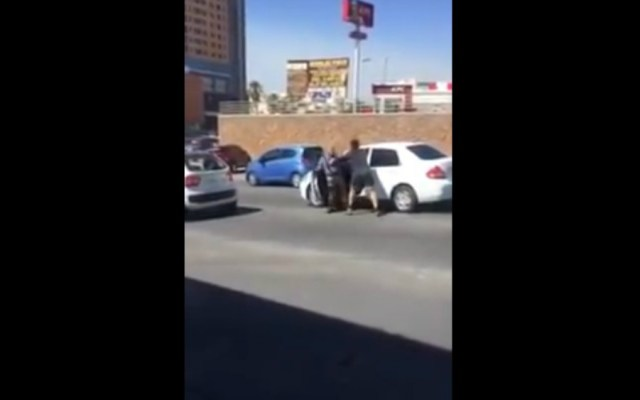 #Video Captan golpiza de joven a un adulto mayor en Chihuahua - Foto de Youtube