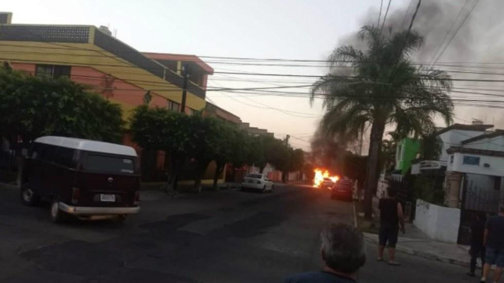 #Video Incendian vehículos tras ataque a secretario estatal del Trabajo en Jalisco - Foto de @martinciop27
