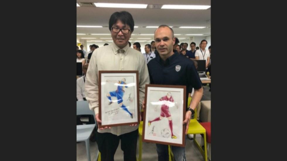 Autor de 'Captain Tsubasa' da la bienvenida a Japón a Andrés Iniesta - Foto de @0728takahashi