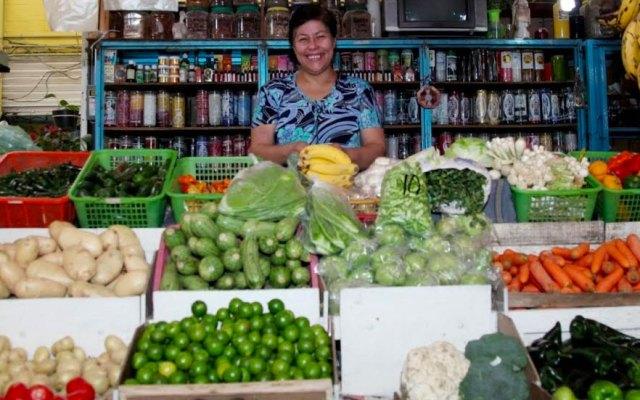 Alumnos toman clase en mercado debido al sismo del 19 de septiembre
