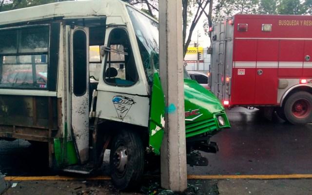 Choque de microbús deja ocho lesionados en Tlalpan - Foto de @PERIODICOCLARID