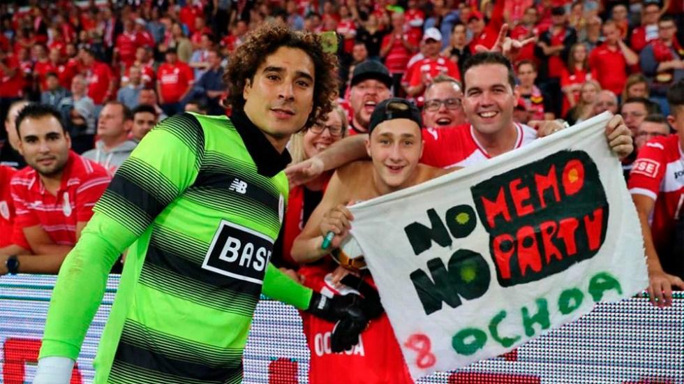 Eligen a Memo Ochoa como el mejor jugador del Standard de Lieja - Foto de @StandardLiejaES