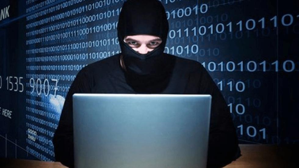 ¿Cómo saber si se están robando tu WiFi? - Imagen ilustrativa de un hacker