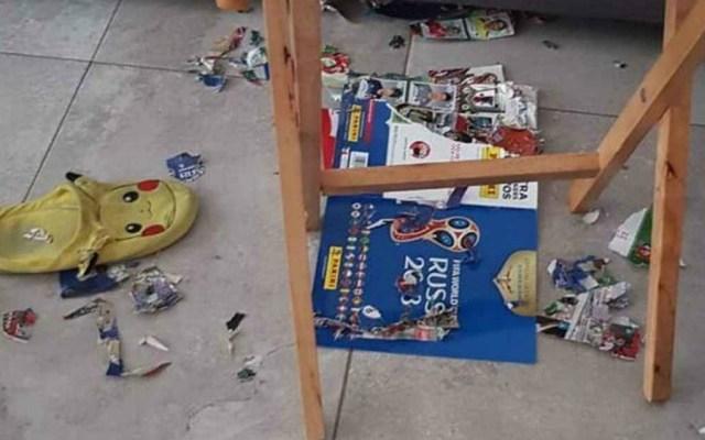 Perro destruye album Panini; empresa le regala uno nuevo - Foto de @CrisVales
