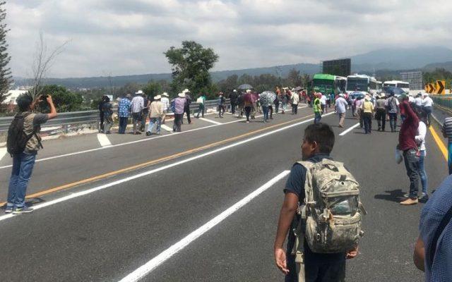 Campesinos bloquean Paso Exprés - Foto de Milenio