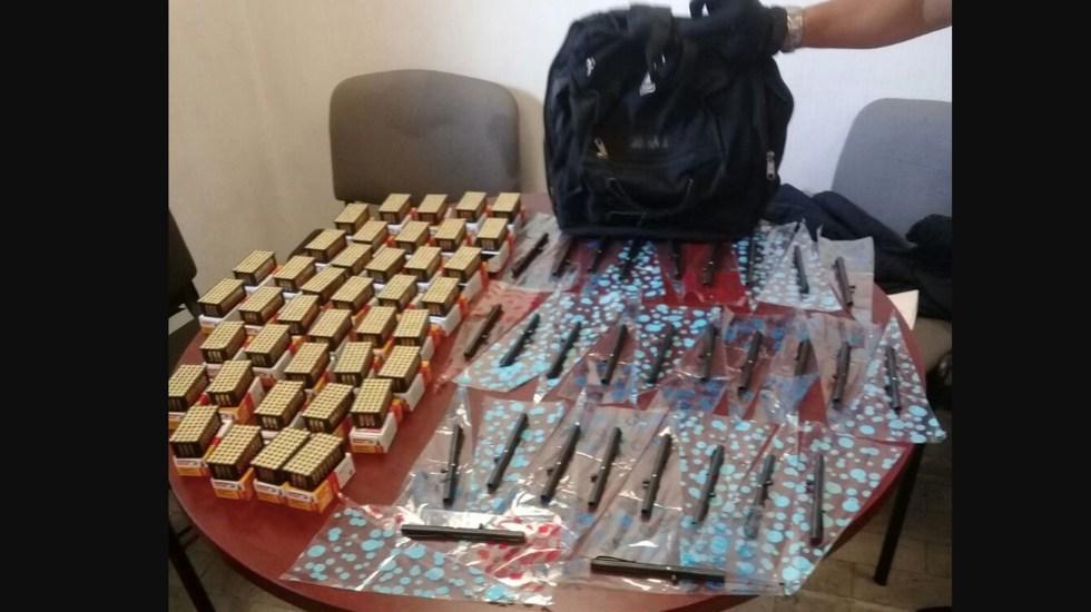Detienen a hombre y decomisan 30 armas de fuego en Venustiano Carranza