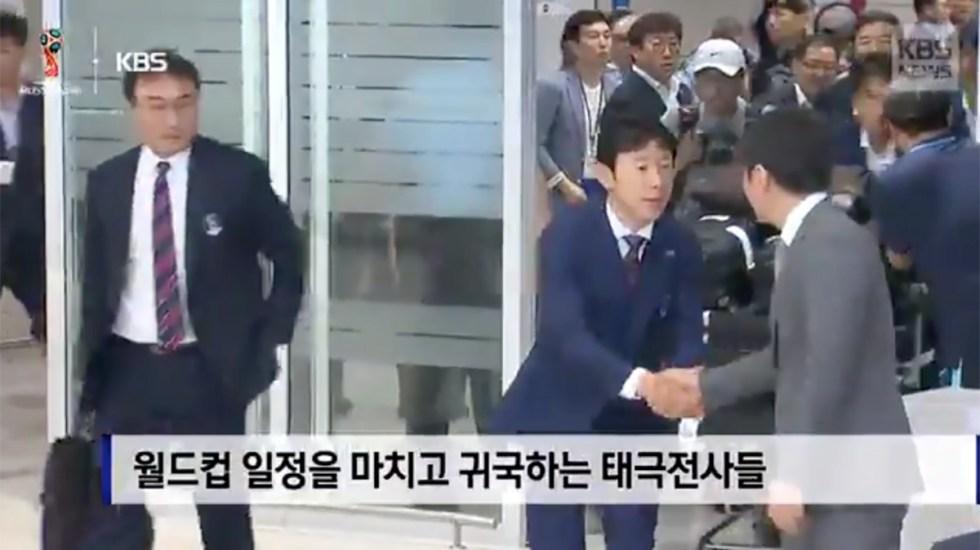 #Video Aficionados atacan con huevos a Selección de Corea del Sur - Foto de Internet