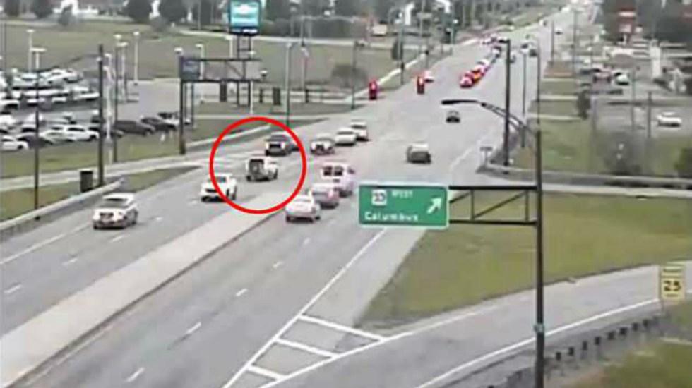 #Video Revelan peligroso recorrido en reversa de auto en Ohio - Foto de ODOT