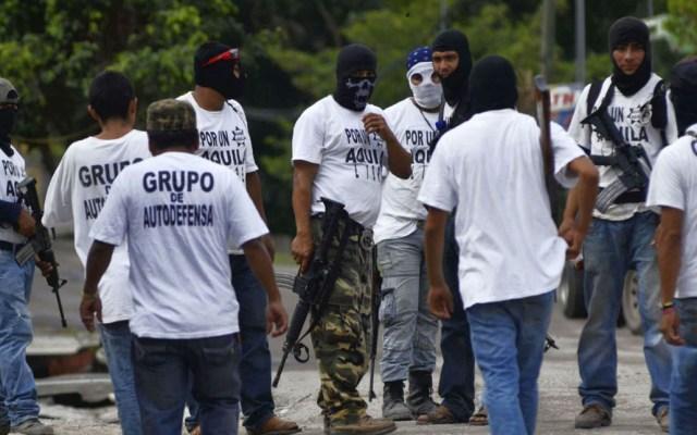 Trasladan a 109 autodefensas de Michoacán a juzgados federales - Foto de internet