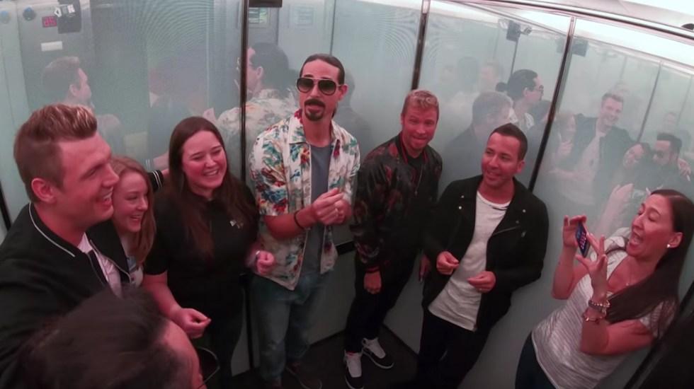 #Video Backstreet Boys cantan en elevador