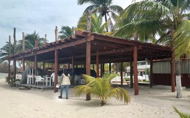 Clausura Profepa spa al aire libre en Isla Mujeres - Foto de @PROFEPA_Mx