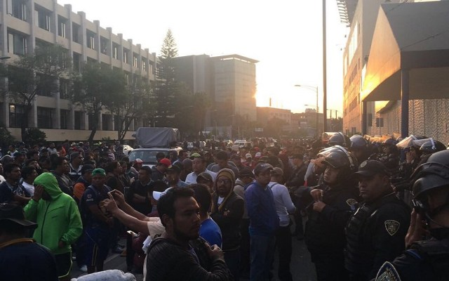#Video CNTE bloquea Avenida Chapultepec y se enfrenta con policías - Foto de @ciemergencias