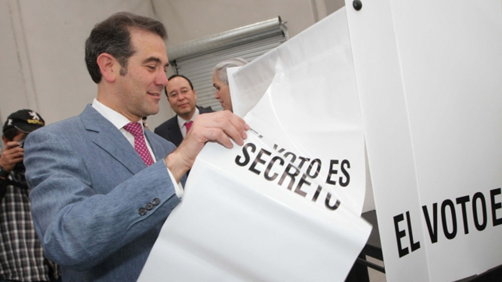 Parte operativa del proceso electoral avanza bien: Córdova - Foto de Notimex
