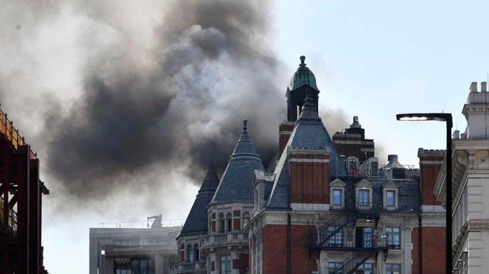 #Video Incendio en hotel de lujo de Londres - Foto de AP