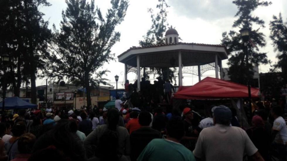 Rescatan a dos sujetos de ser linchados en Tláhuac - Foto de @vialhermes
