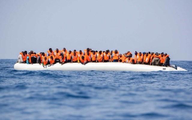 Italia prohíbe desembarcar a barcos con inmigrantes - Italia prohíbe desembarco a naves con indocumentados. Foto de @SOSMedItalia