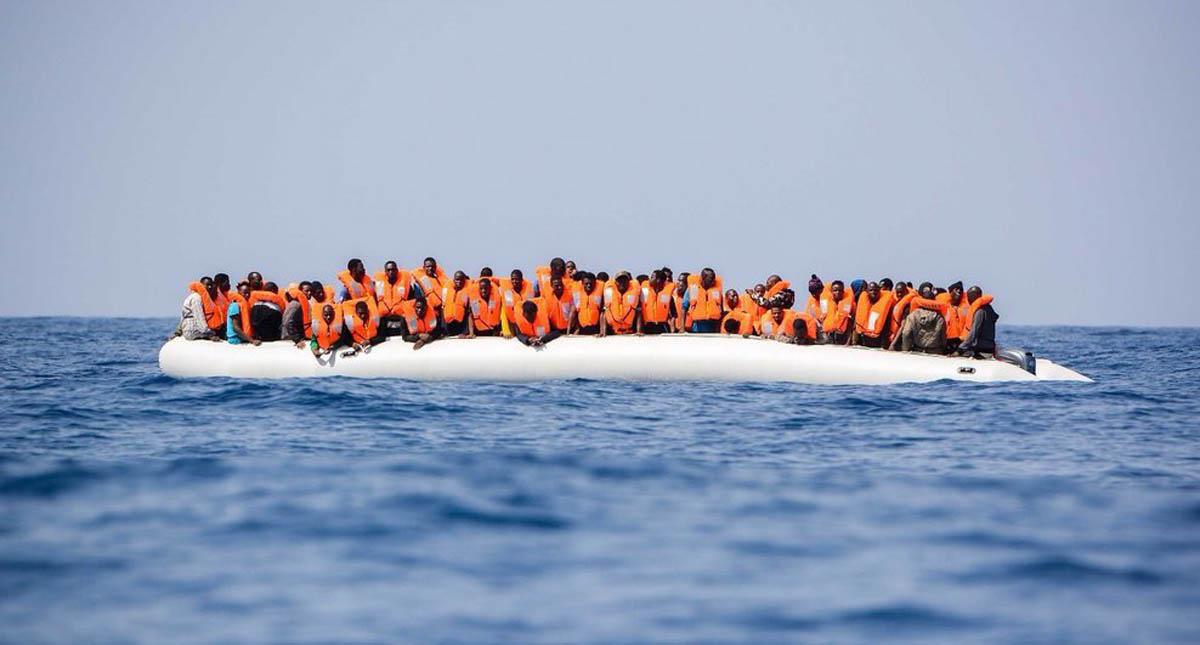 Italia prohíbe desembarco a naves con indocumentados. Foto de @SOSMedItalia