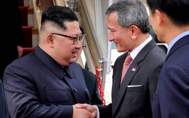 Singapur entrará en la historia por cumbre EE.UU.-Norcorea: Kim Jong-un - Kim Jong-un con el ministro de Relaciones Exteriores de Sigapur, Vivian Balakrishnan
